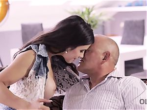 OLD4K. magnificent father able to please all needs of super-sexy teenage