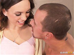 Jade Nile plumbs her dude with his marvelous stepmom Lisa Ann