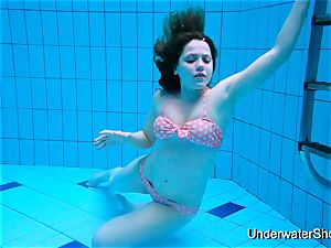 mind-blowing girl demonstrates splendid body underwater