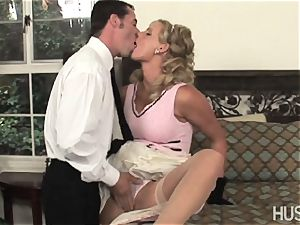Phoenix Marie gives her dribbling wet wife cunt
