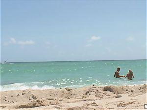 Beach stunner Britney Brooks pov penetrating