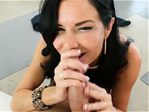 dirty milf Veronica Avluv takes it in her caboose making her squirt