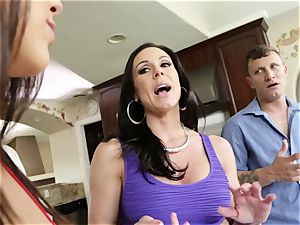 porn threesome with nasty mature housewife Kendra zeal