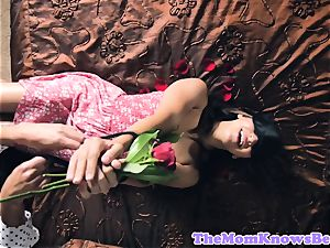 Sappho mummy pussylicked by blindfolded nubile