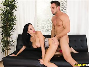 Victoria June picked up by draped Johnny and penetrated in her jiggly muff