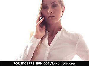 LOS CONSOLADORES - Amirah Adara facial cumshot in FFM threeway