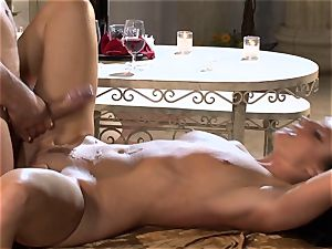 India Summers India Summers is enjoying the phat knob pleasuring her super-hot pussy har