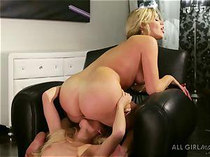 Mia Malkova loves ejaculation with Alex Greys finger and tongue