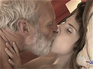 Therapy with aged bone for a sick nubile lady