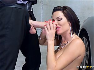 nasty mature Veronica Avluv leaned over and humped