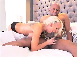 Bigtit stunner Kenzie Taylor in very first interracial